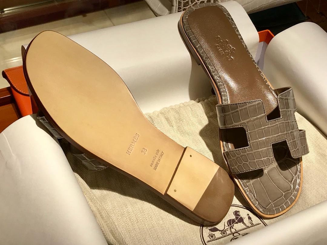 Hermes 鳄鱼皮女士拖鞋Crocodileleather 意大利树羔皮底 大象灰