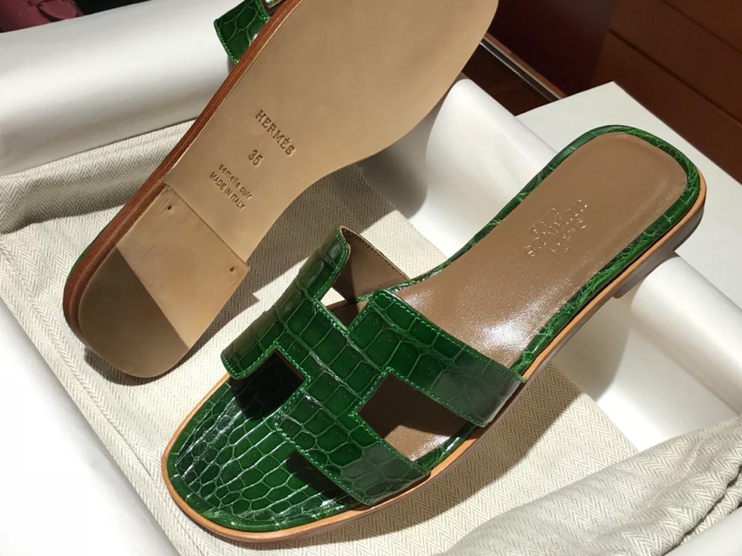Hermes 鳄鱼皮女士拖鞋Crocodileleather翡翠绿意大利树羔皮底手工缝制工艺