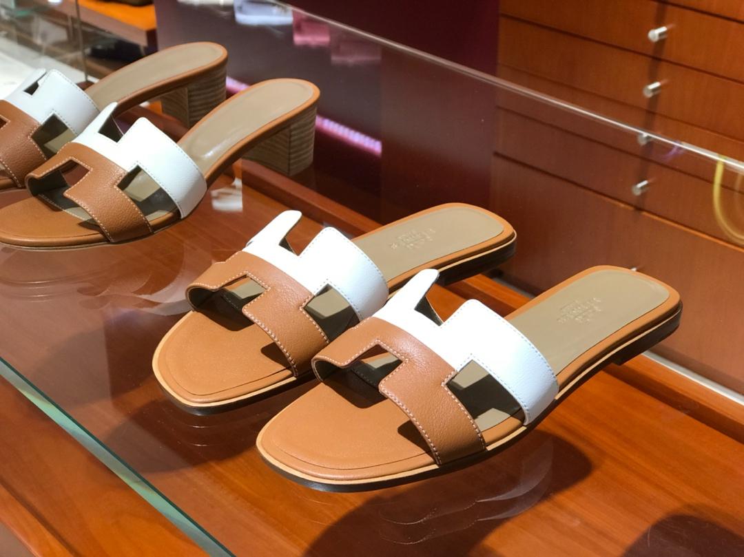Hermes 经典款中跟拖鞋 Swiftleather拼色款 土黄拼纯白色