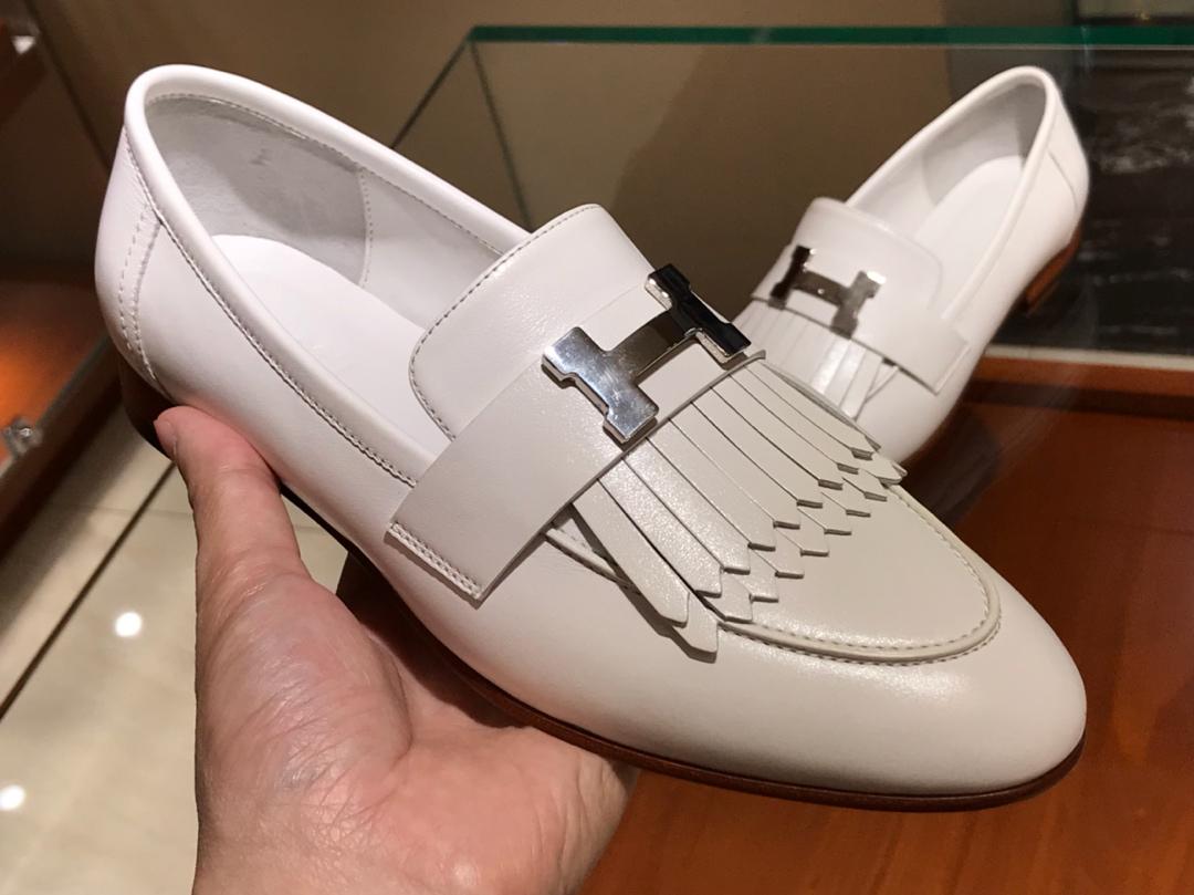 18年秋冬新款女款单鞋 康康H扣流苏平底鞋 意大利树羔皮底  白色