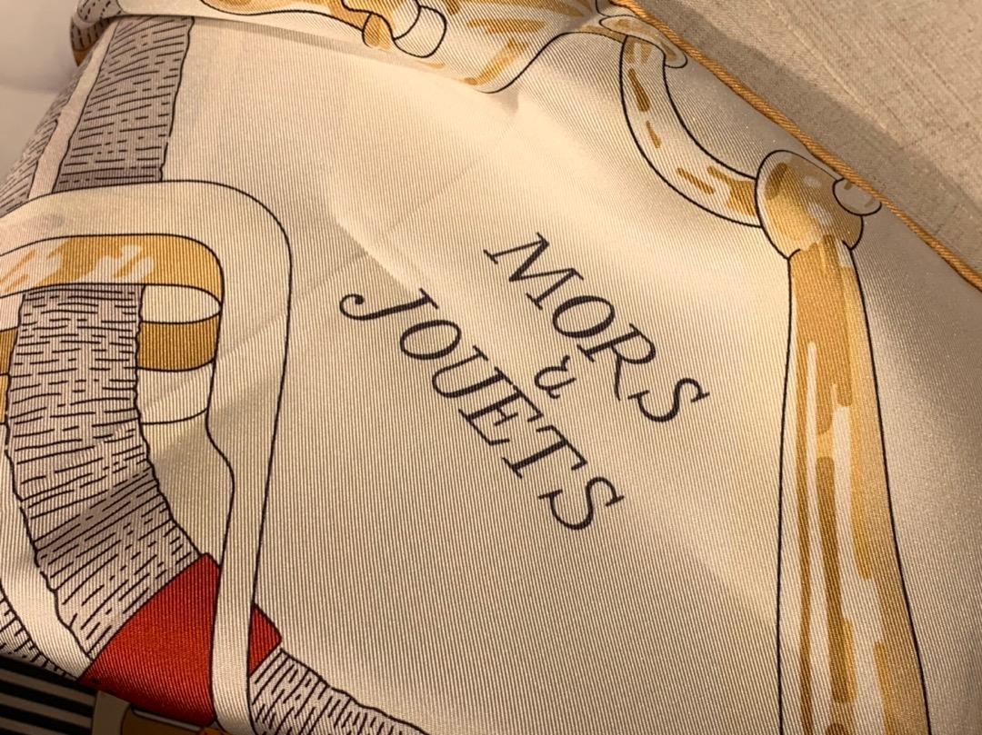 H 新款方巾 《马嚼锁环》 鸵色 90.90cm 100%斜纹真丝 全套包装