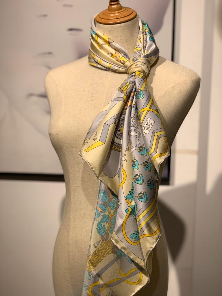 2020春夏新款方巾 《飞马之源》 黄色 90 x 90厘米 100%桑蚕丝