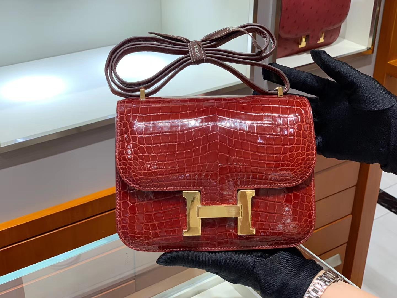 爱马仕香港官网 HERMES Constance 18cm 高光 波尔多酒红 金扣