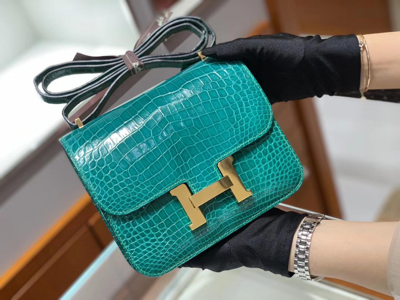 爱马仕香港官网 HERMES Constance 18cm 高光 翡翠绿 金扣