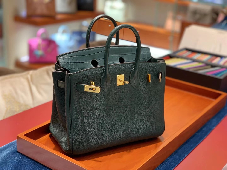 Birkin Touch 25cm 一只很高贵的绿色拼皮Birkin Touch的出现迎合了很多爱美姐姐的审美
