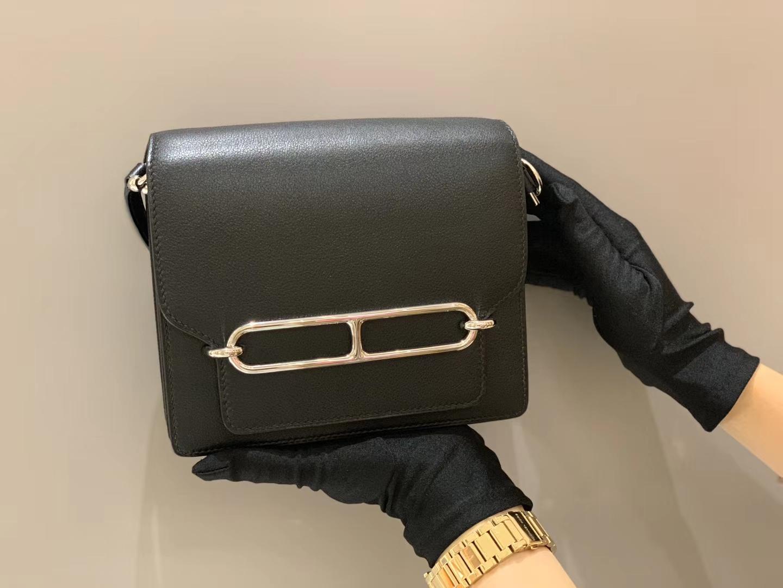 爱马仕女包 Roulis 18cm Evercolor 黑银猪鼻子  好多人喜欢黑金,但我特别推荐黑银
