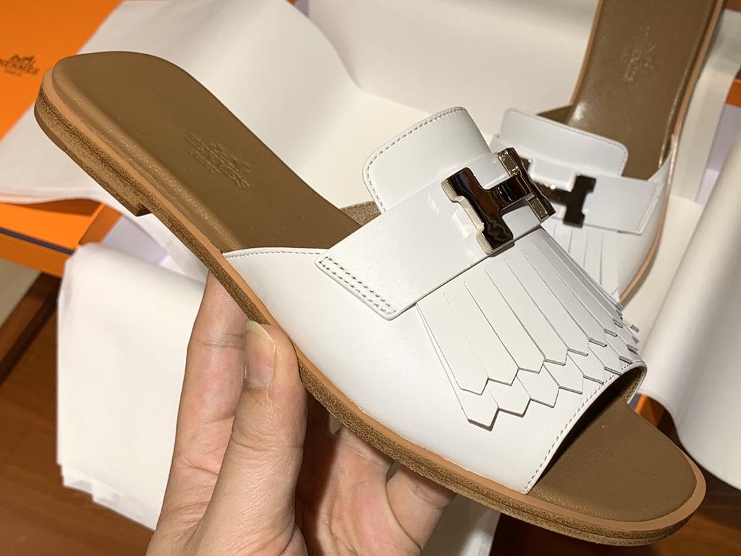 新款 Auteuil 凉鞋 鞋型上脚很秀气 白色 码数35~41  正码 码数不调换哈