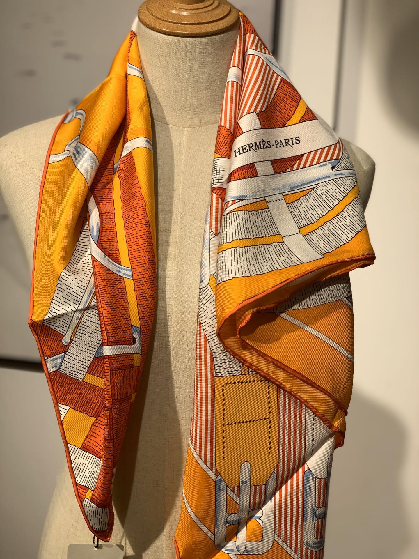 H  新款方巾  《马嚼锁环》 橙色 90.90cm  100%斜纹真丝  全套包装
