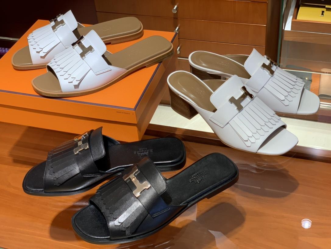 爱马仕 新款鱼嘴粗跟凉鞋  白色(银扣) 小羊皮材质 上脚很舒服 跟高5cm