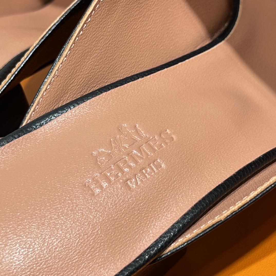 爱马仕 新款鱼嘴粗跟凉鞋 黑色 小羊皮材质 上脚很舒服 跟高5cm 图片实拍为金扣(特定) 可定制银扣