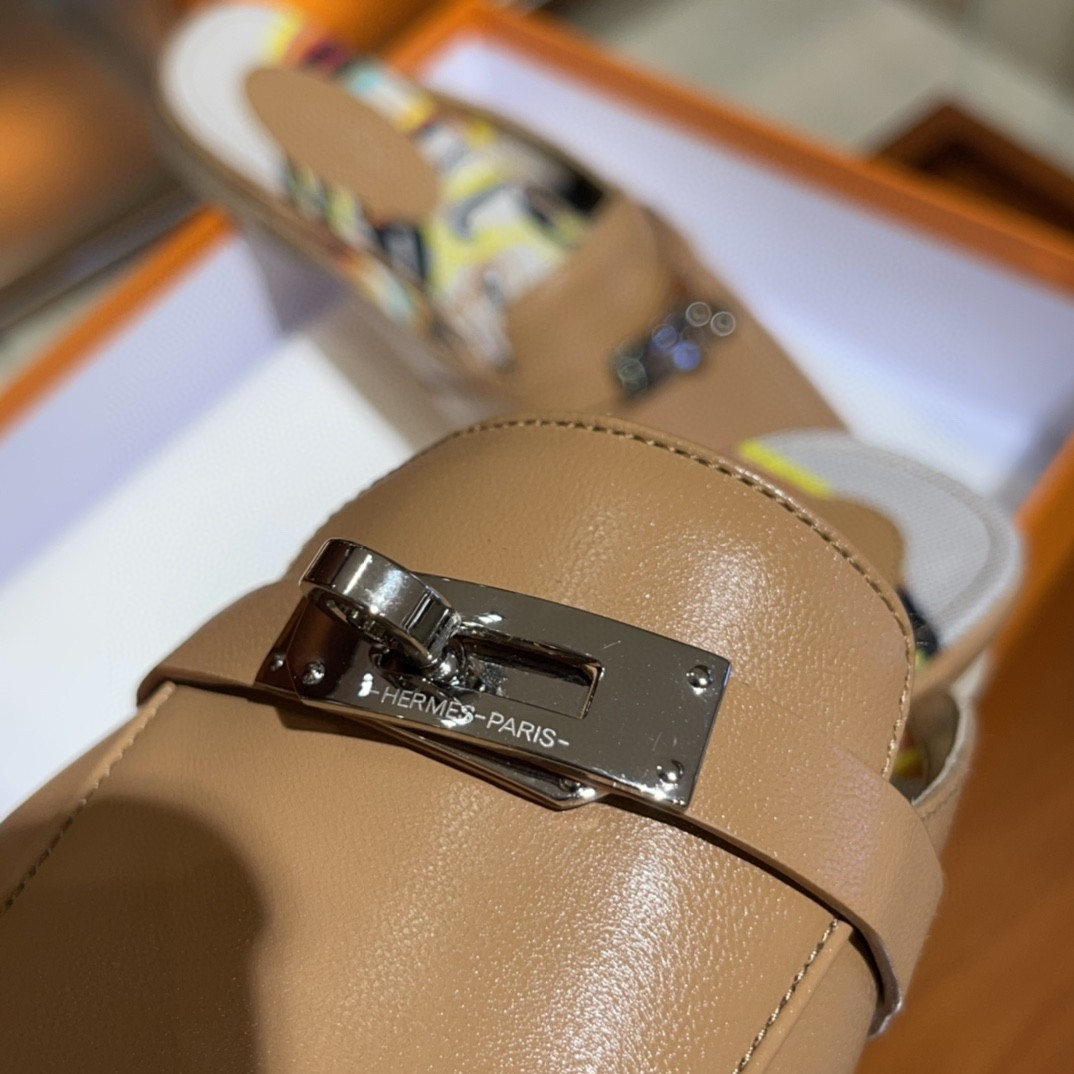 Hermes 爱马仕 凯莉半拖  手工定制 小牛皮 自然色 专柜新颜色 35-41码 正码 (脚胖或者脚背高的建议拿大一码)