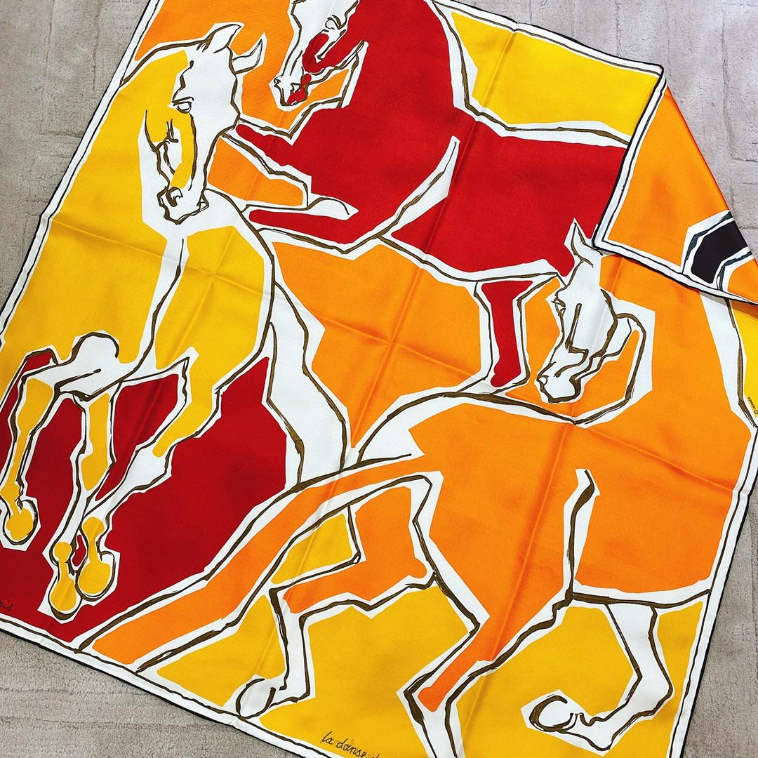 HERMES 《 骏马之舞》双面方巾 黄色 Size:90x90cm 100%真丝