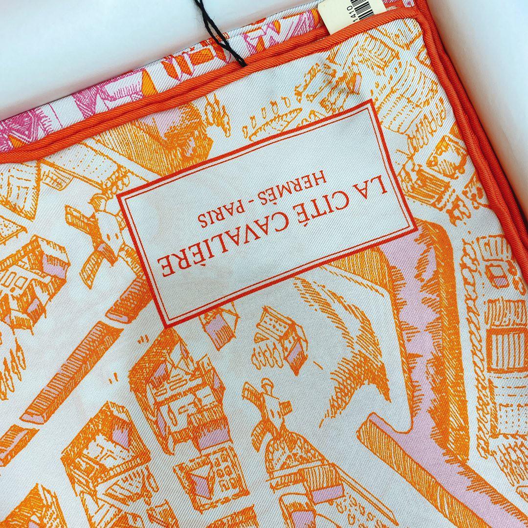 Hermes 《骏马之城》粉橘色 100%真丝 90*90cm 一座城一匹马 显格调