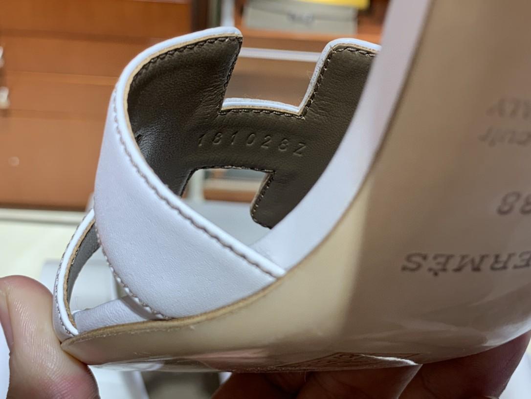 爱马仕 经典款拖鞋 今年专柜最新全包垫脚 Swift 皮 皮质更柔软舒服 白色 纯手工定制 35-41 跟高5cm