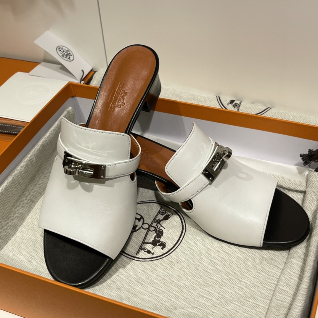 爱马仕 Candy款丑萌凉鞋 上脚超爱 很舒服 版型设计好赞 35-41码 (正码) 12天出货 白色 羊皮