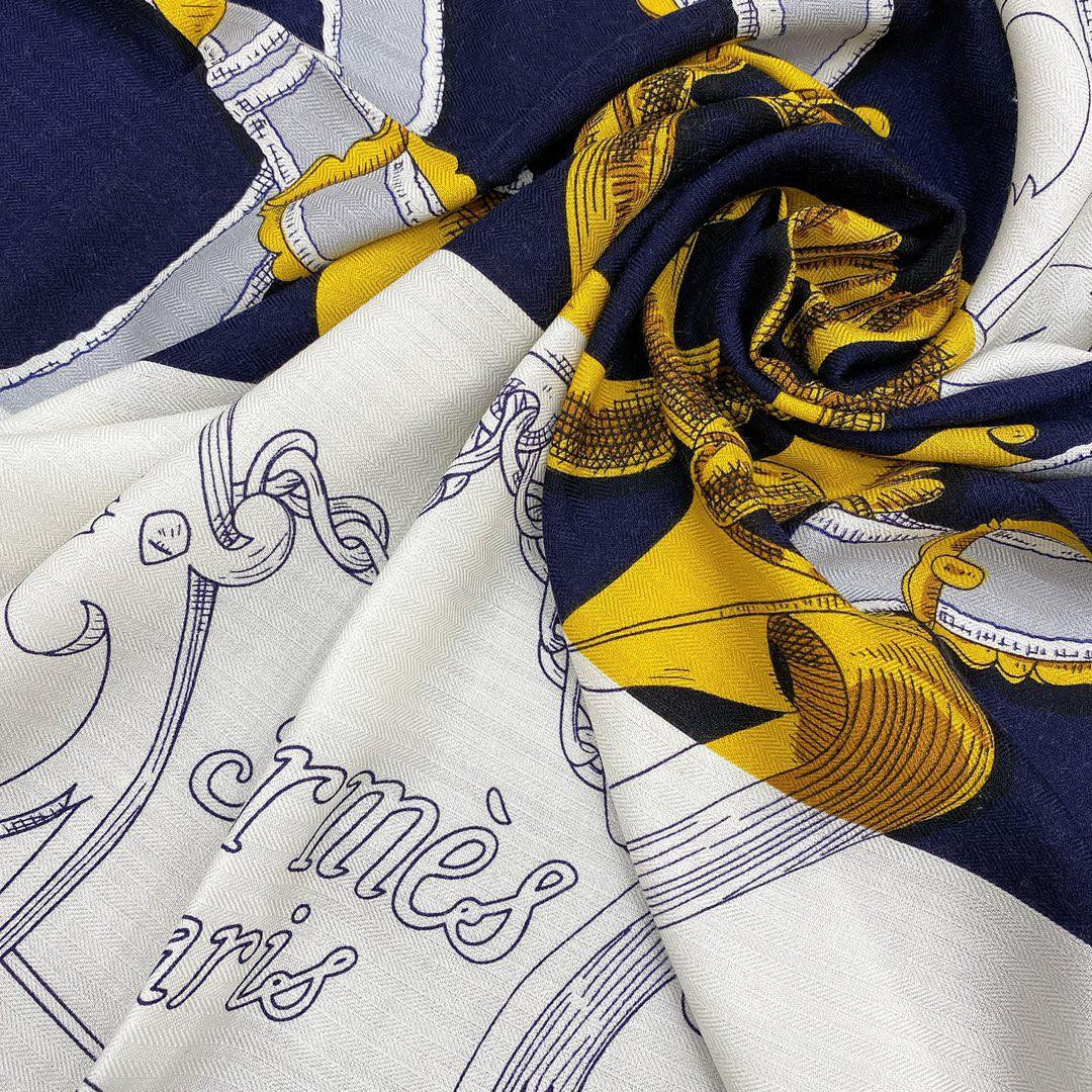 Hermes 秋季款 《国家马术指导条纹版丝绒披肩》蓝白色 Size:140x140cm