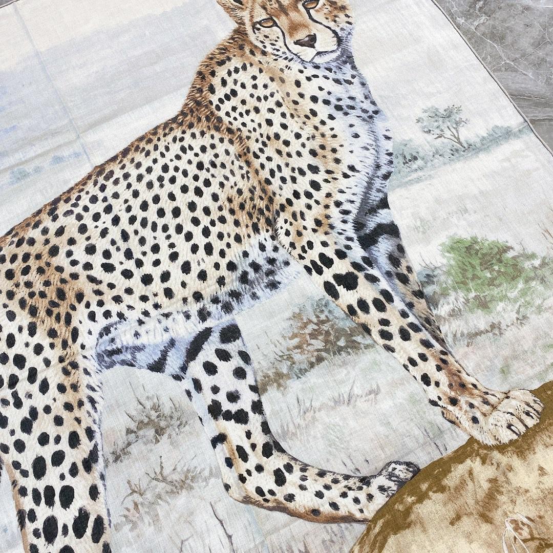 HERMES 爱马仕 秋季款 《丛林双面丝绒披肩》米色+灰色 Size:140x140cm