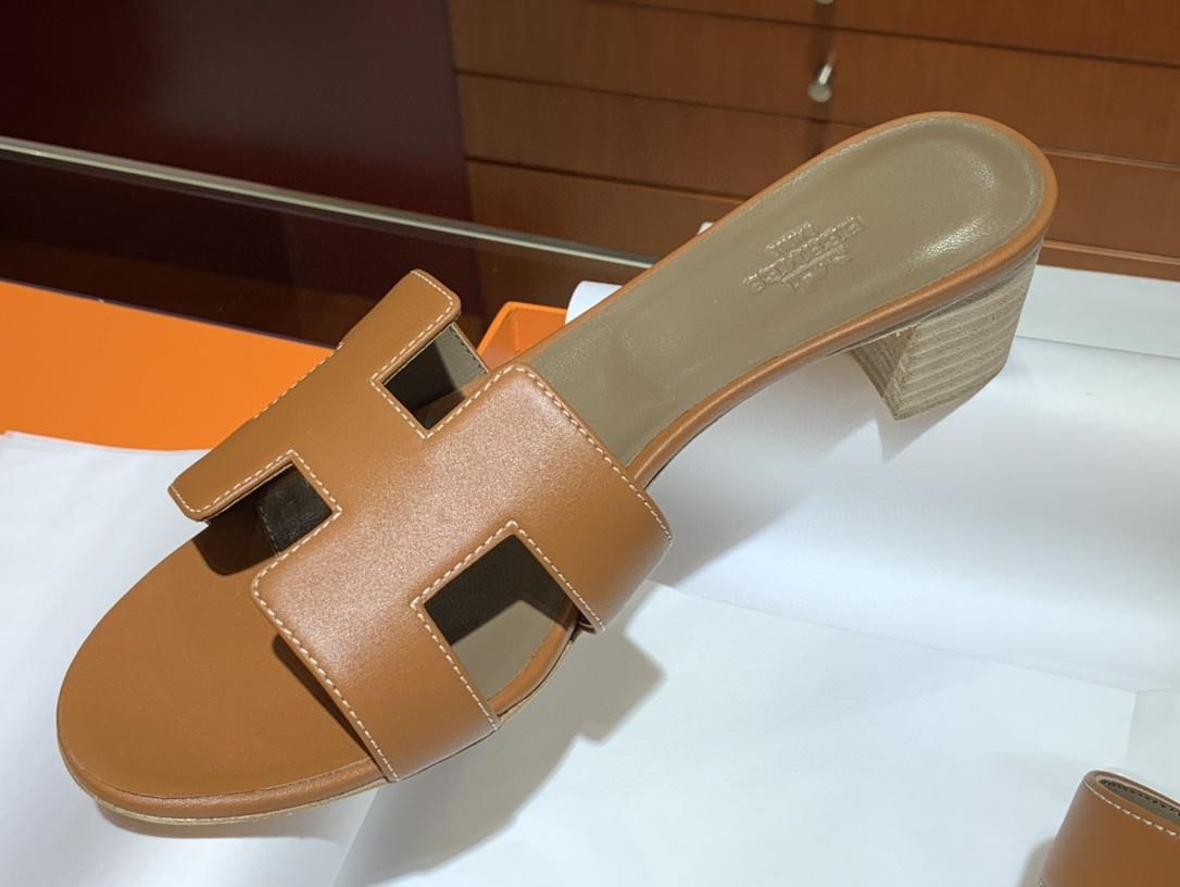 爱马仕 经典款拖鞋 今年专柜最新全包垫脚 Swift 皮 皮质更柔软舒服 金棕色 纯手工定制 35-41 跟高5cm
