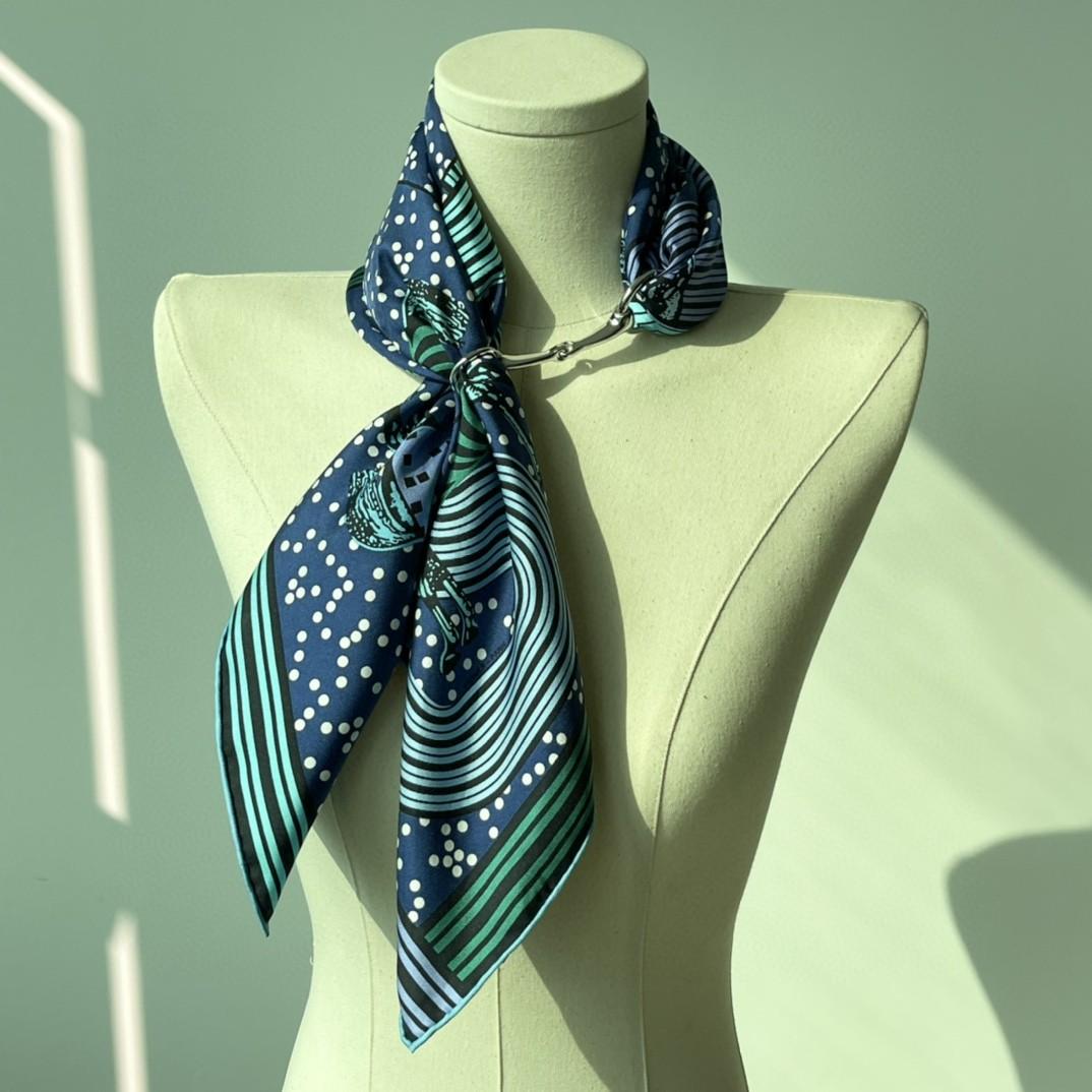 HERMES 《 波普式骏马的披挂》丝巾  藏蓝色 Size:90x90cm 100%真丝