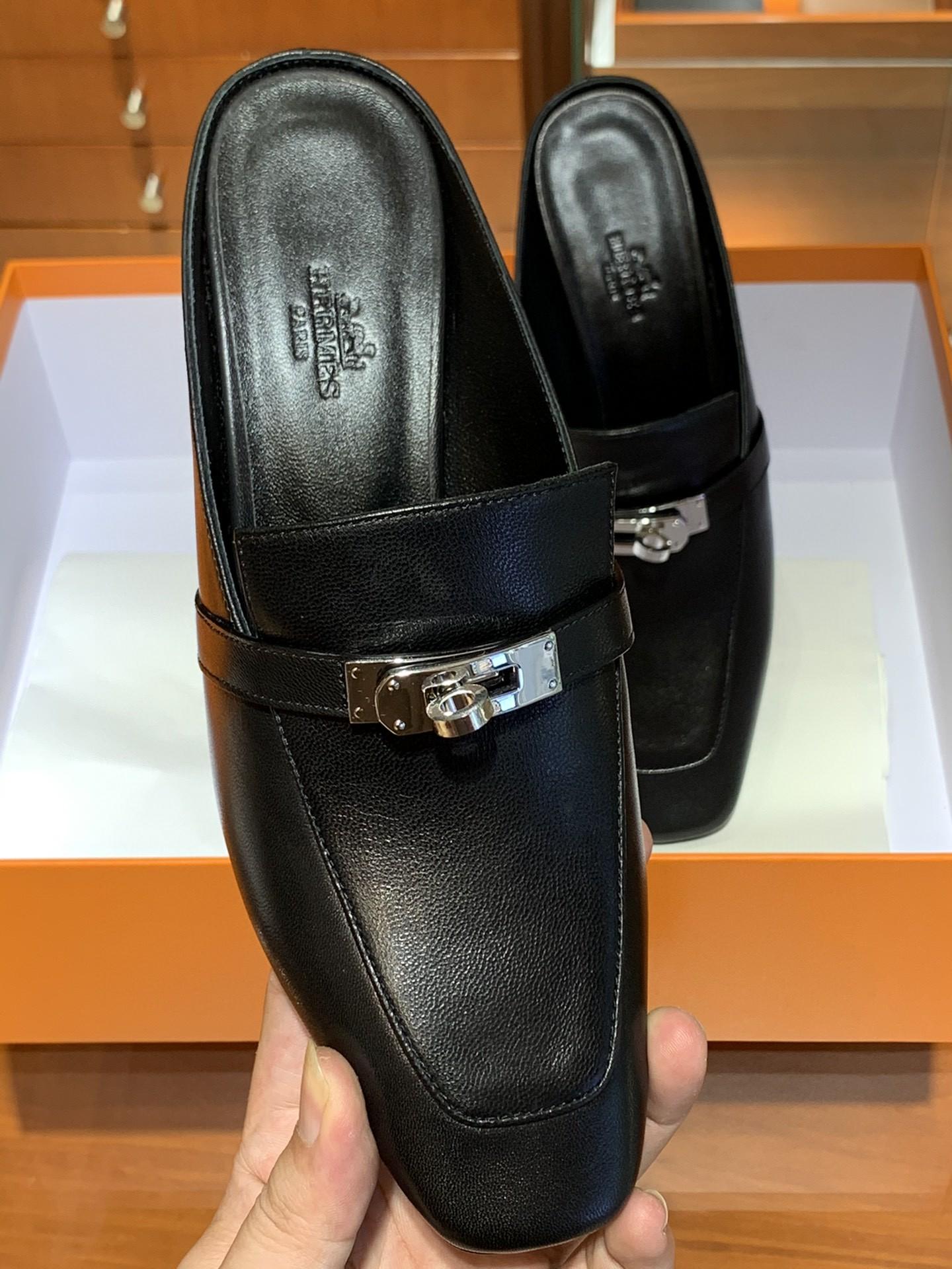 爱马仕 新款专柜同步上新 山羊皮 黑色 Blossom 穆勒鞋 搭配经典kelly鞋扣 山羊皮 跟高6cm 35~41码 (正码)码数不调换