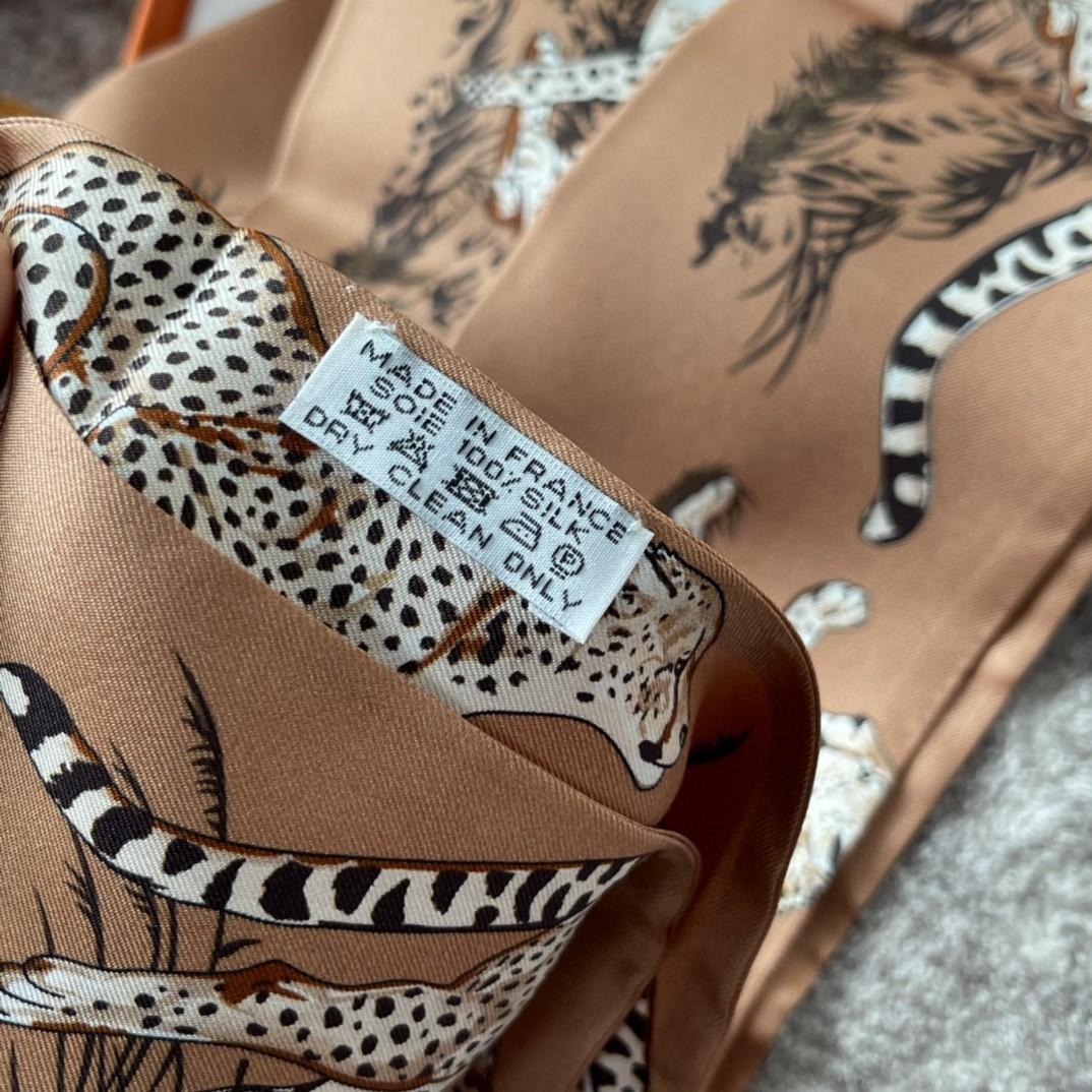 HERMES 21夏季新款Maxi Twilly《猎豹》 焦糖色 ~100%真丝10*180cm可作为头巾、腰带佩戴或系绕颈间