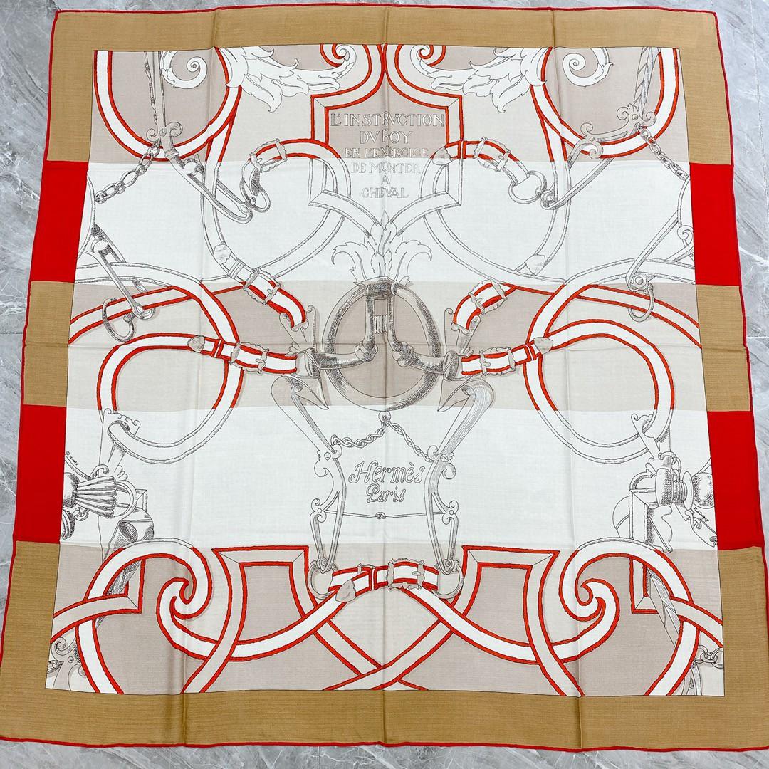 HERMES 秋季款 《国家马术指导条纹版丝绒披肩》米色 Size:140x140cm 丝绒材质