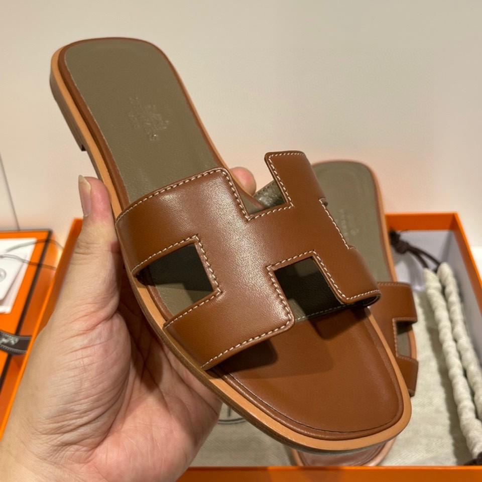 爱马仕 经典款拖鞋 今年专柜最新全包垫脚~ Swift 皮  皮质更柔软舒服 金棕色 纯手工定制 35-41