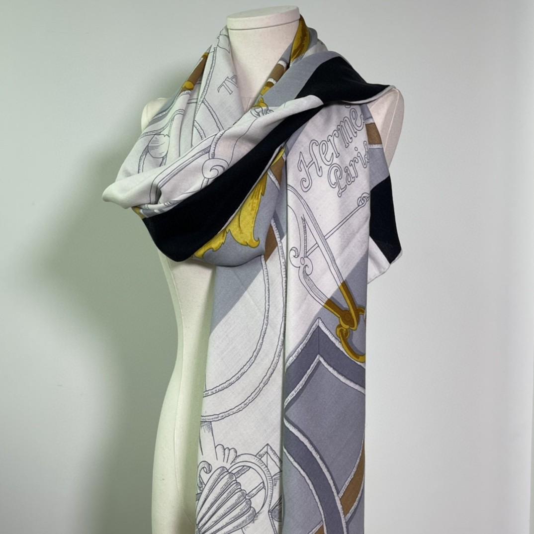 HERMES 秋季款 《国家马术指导条纹版丝绒披肩》黑灰色 Size:140x140cm 丝绒材质