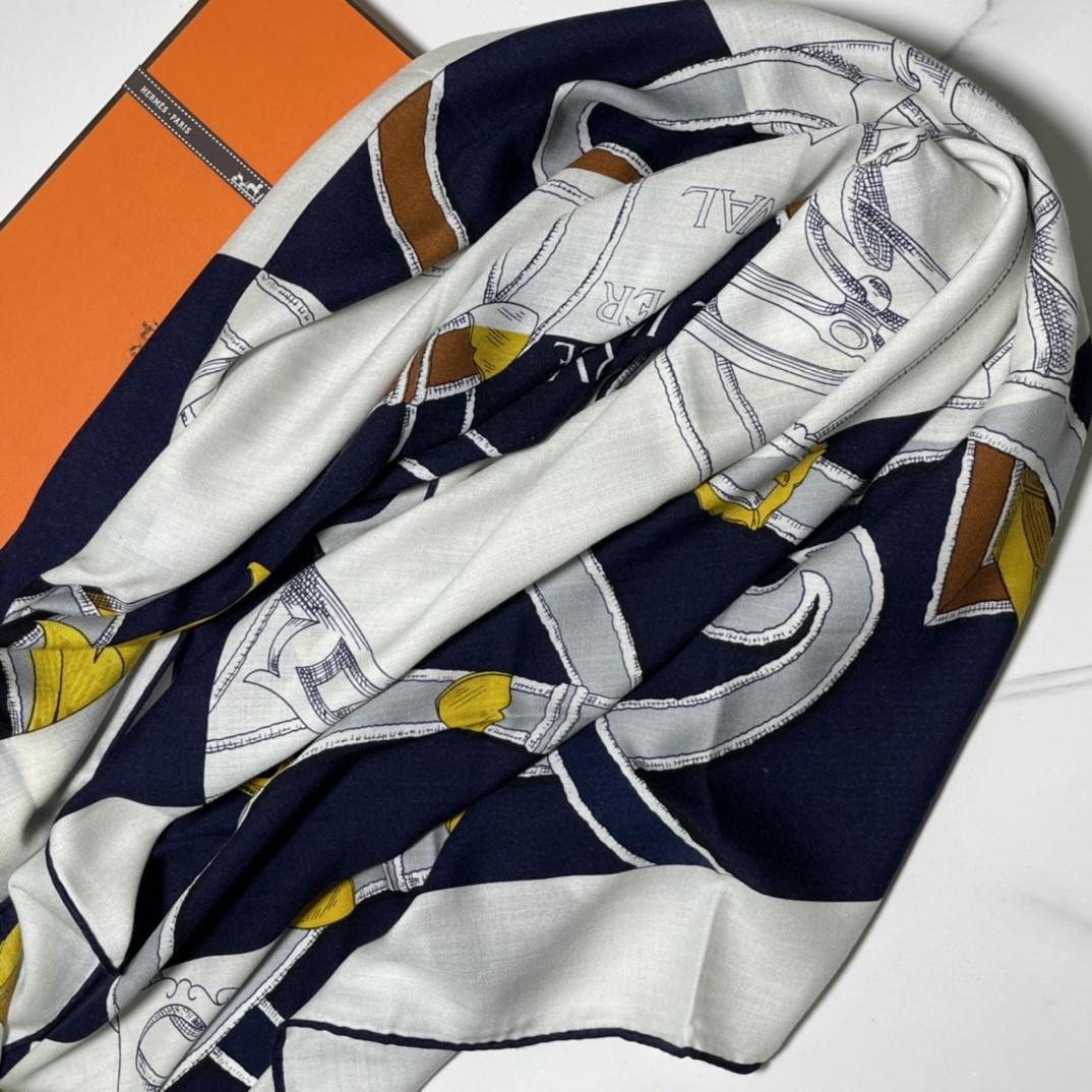 HERMES 秋季款 《国家马术指导条纹版丝绒披肩》蓝白色 Size:140x140cm 丝绒材质
