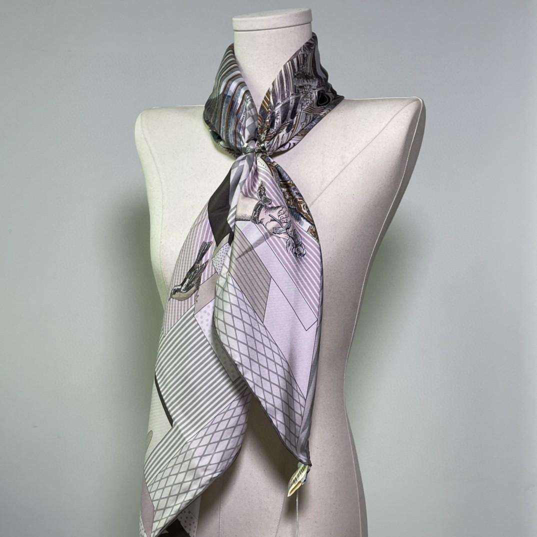 HERMES 新品️《新型大剧院》淡粉色  手工卷边斜纹真丝方巾(100%桑蚕丝)90 x 90厘米