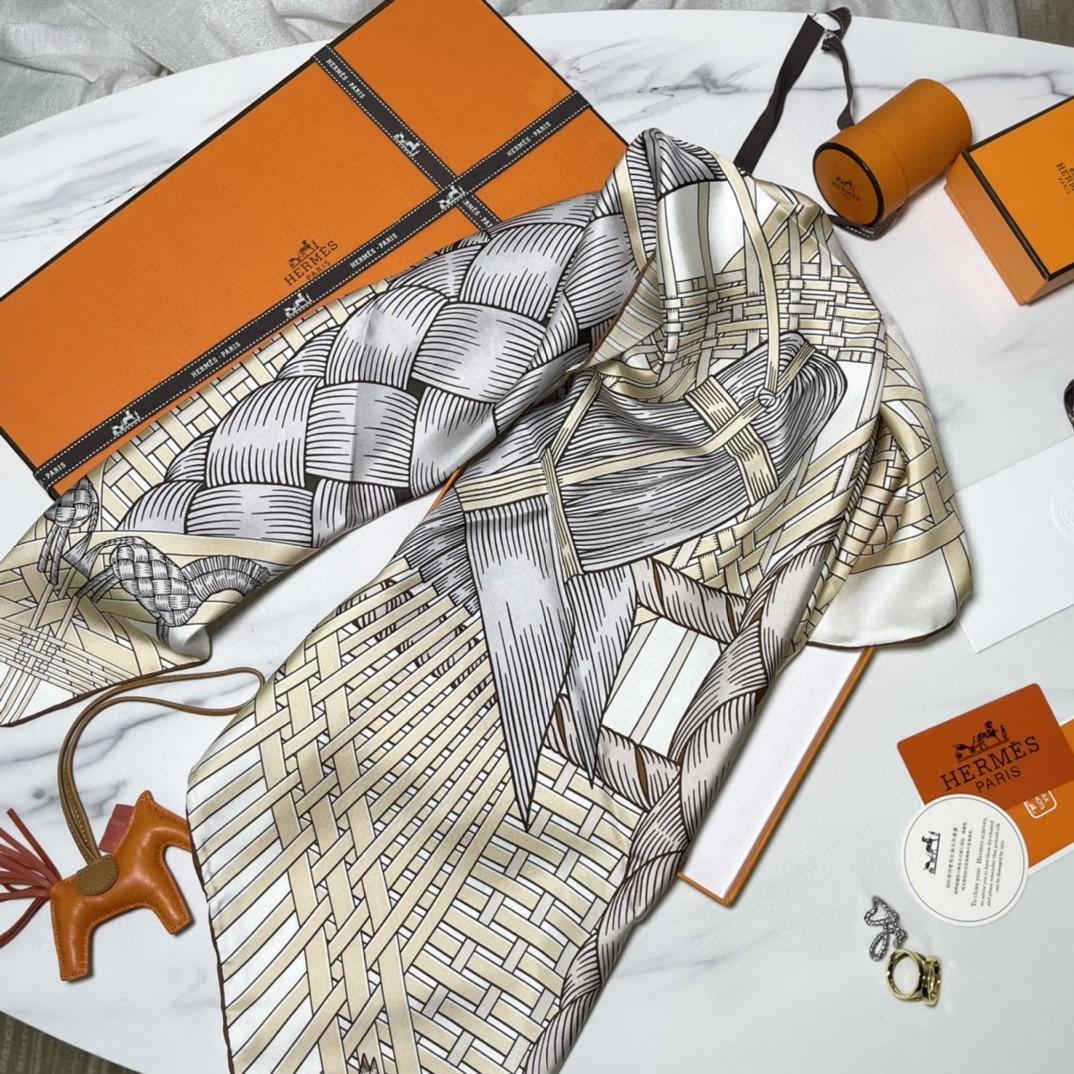 HERMES爱马仕 新品 《两马织情》米色 手工卷边斜纹真丝方巾(100%桑蚕丝) 90 x 90厘米