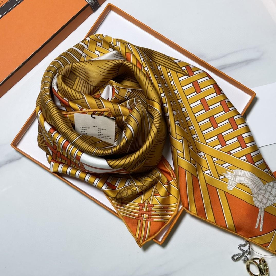 HERMES爱马仕 新品 《两马织情》橘色 手工卷边斜纹真丝方巾(100%桑蚕丝) 90 x 90厘米